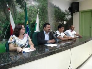 Presidente da FAMEPA, Bruno Farias preside o Simpósio, e o presidente do Sintracpar faz parte da Mesa Diretora